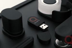 Макро фото канцелярии с лого Qvarta.