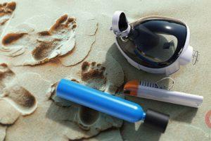 Маска для снорклинга с трубкой на песке.
