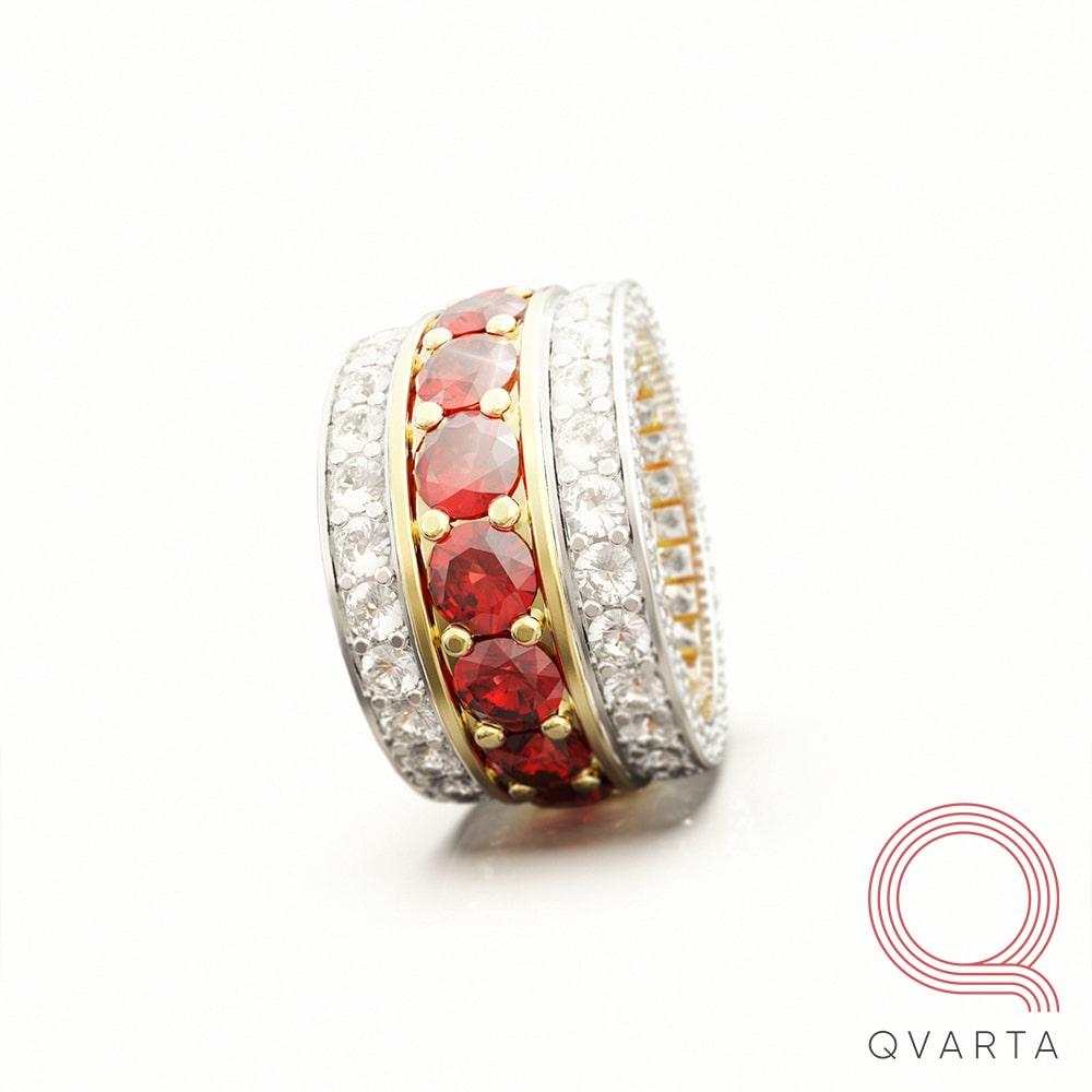 Фото кольца с лого Qvarta на боку.