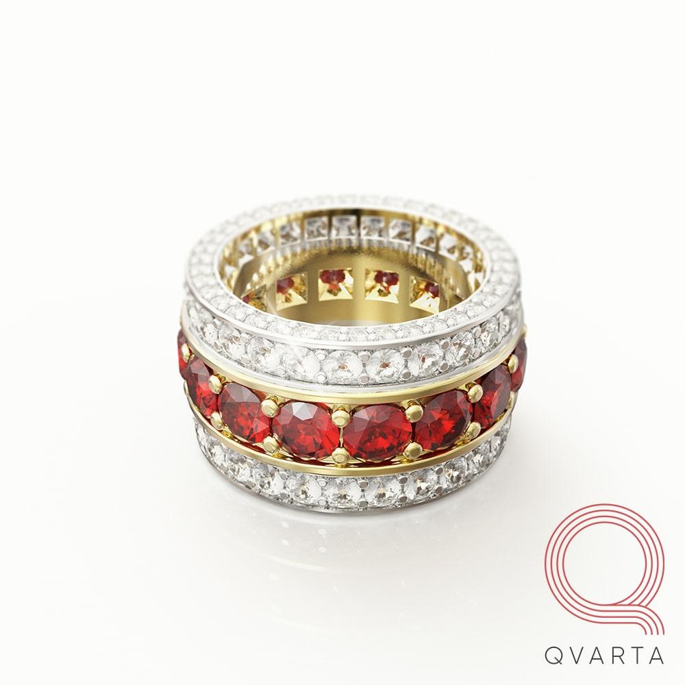 Фото кольца с лого Qvarta вид сверху.