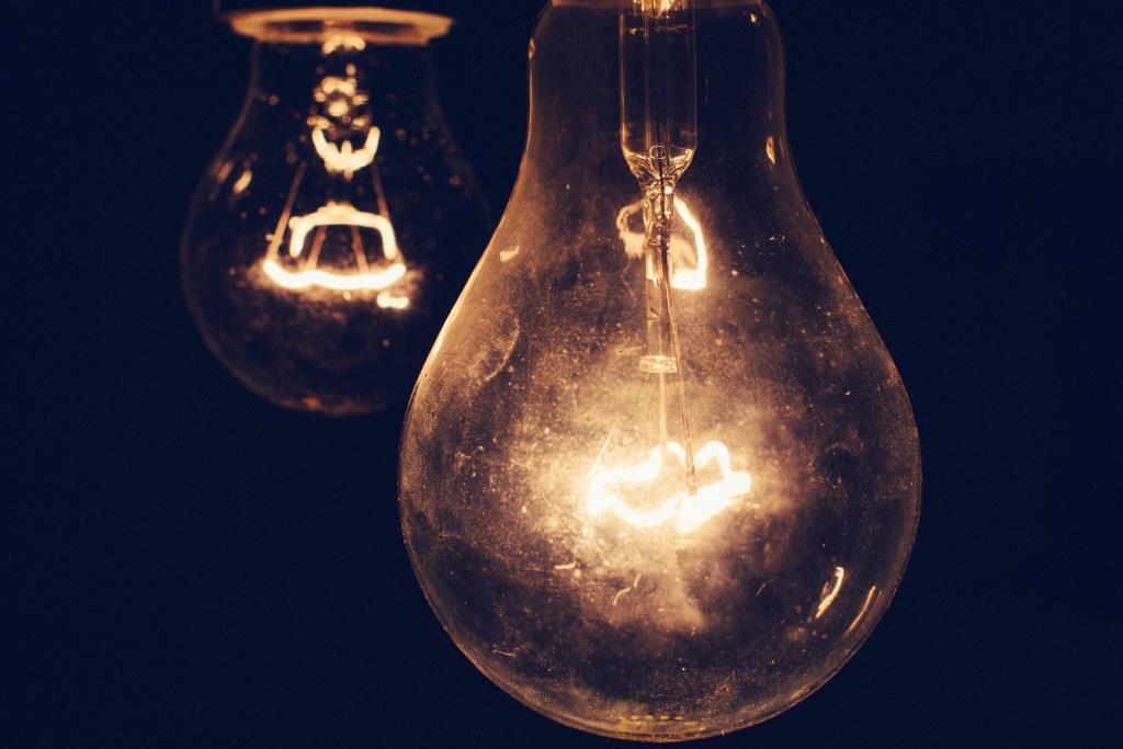 Две лампочки.